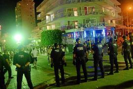 Polizei löst Party mit 3000 Personen in Magaluf auf