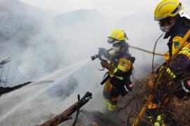Feuerwehr löscht Waldbrände in Portocolom und Sant Joan