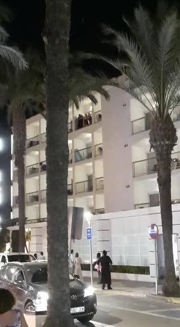 Ex-Soldat versucht in Can Picafort von Hotel-Balkon zu springen