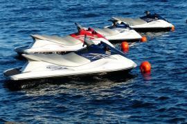 800 Meter vom Ufer entfernt: Faustkampf auf schwimmender Plattform