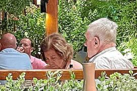 Altkönigin Sofía geht in Puerto Portals dinieren