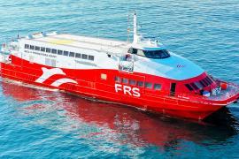 Speed-Fähre von deutscher Reederei läuft bei Ibiza auf Felsen auf, 15 Verletzte