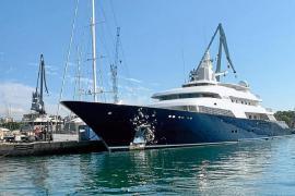 """Luxusyacht """"Limitless"""" liegt im Hafen von Palma"""