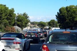 Karambolage mit vier Autos auf Palmas Uferboulevard Paseo Marítimo