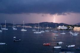 Wegen Starkregen und Sturm: Wetterdienst gibt Warnstufe Gelb heraus