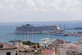"""Kreuzfahrtschiff """"Norwegian Getaway"""" legt zum ersten Mal im Hafen von Palma an"""