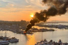Feuer im Hafen von Palma: Katamaran geht in Flammen auf