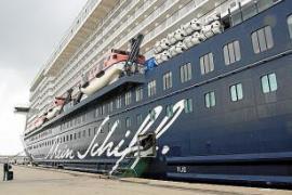 """Die """"Mein Schiff 2"""" ist coronabedingt einer der wenigen großen Pötte, der im Augenblick regelmäßig Palma anläuft."""