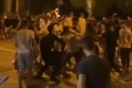 30 Jugendliche liefern sich blutige Schlägerei auf Restaurantterrasse in Port d'Alcúdia