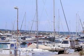 Der bescheidene Fischerhafen wurde Ende der 90er zu einem Ort für Yachten umgebaut.