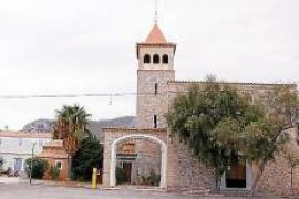 Enge Straßen gruppieren sich um die Kirche Parroquia de Sant Pere.