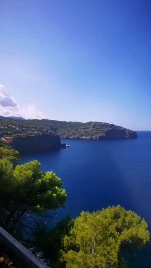 Wie im Bond-Film: Zwei Luxusyachten und ein fliegender Heli vor Mallorca