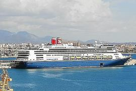 "Stahlblauer Oceanliner ""Borealis"" im Hafen von Palma"