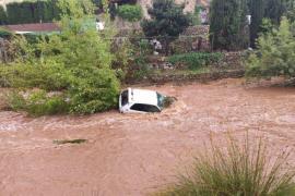 Ein Auto wurde in einem Sturzbach bei Pollença mitgerissen.