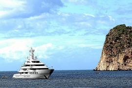 """Megayacht """"Infinity"""" vor der Küste von Cala Fornells gesichtet"""