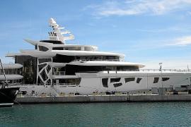 Futuristischste Luxusyacht der Welt im Hafen von Palma