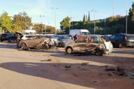 Mann zerstört mit Allradfahrzeug geparkte Autos in Palma