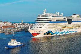 Deutscher Oceanliner Aida-Stella begegnet Migrantenboot vor spanischer Küste
