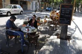Parkstreifen am Paseo Marítimo dürfen weiter als Terrassen verwendet werden