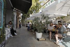 Restauranttische und -stühle dürfen in Palma nicht mehr in Parkbuchten stehen