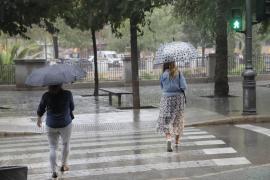 Nachdem das Wochenende schon durchwachsen war, geht es nun regnerisch weiter.