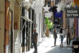 In der Innenstadt von Palma hängen bereits die ersten Weihnachtslichter.