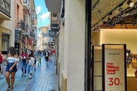 Besonders an nicht mehr so warmen Tagen füllt sich die Innenstadt von Palma zur Freude der Händler mit shoppenden Urlaubern.