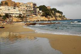Jahre nach tödlichem Balkonsturz von Urlauberin: Italiener müssen auf Mallorca in Haft