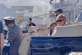 Lady-Di-Doppelgängerin im Hafen von Palma unterwegs