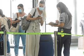 Reisende dürfen wieder im Inneren des Mallorca-Flughafens verabschiedet werden