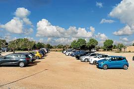 Auch Ende Oktober wird der Parkplatz noch rege genutzt.