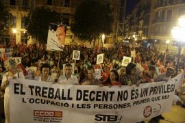 CERCA DE 4.000 PERSONAS REIVINDICAN EN PALMA UN TRABAJO DIGNO Y PROTESTAN CONTRA LOS RECORTES