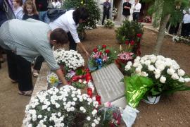 59 weiße Rosen für Opfer des Bürgerkriegs
