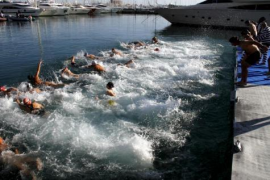70 Teilnehmer beim Weihnachts-Schwimmen