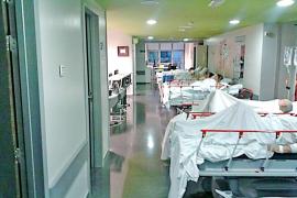 Krankenhausbetten auf dem Gang