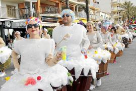 Karnevalisten hängen in der Luft