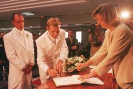 Rodolfo Olocco (m.) und Julián Díaz vor 13 Jahren. Ihre Trauung nahm damals Calviás Bürgermeisterin Margarita Nájera (r.) vor.
