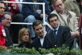Iñaki Urdangarin (Mitte) mit Ehefrau Cristina und dem damaligen balearischen Ministerpräsidenten Jaume Matas.