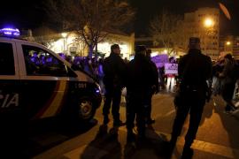 Ein Polizeiaufgebot war nötig, um die Studenten unter Kontrolle zu bringen. Sie waren spontan auf die Straße gelaufen.