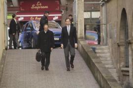 Iñaki Urdangarin (rechts) und sein Anwalt am Samstagmorgen auf dem Weg ins Gerichtsgebäude.