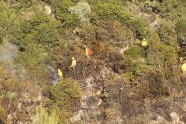 Waldbrand bei Bunyola. Suchmannschaften im Einstaz.