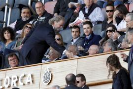 Utz Claassen reicht Verwaltungsratskollege Biel Cerdà die Hand.