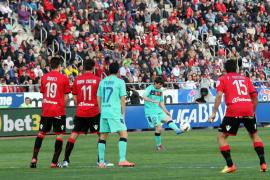 Das 1:0 durch Leo Messi. Der Freistoß ging ohne weitere Fremdberührung ins Tor. Keeper Aouate sah dabei etwas unglücklich aus.