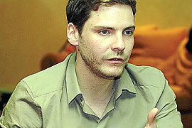 """Daniel Brühl bei Dreharbeiten von """"Los Pelayos""""."""
