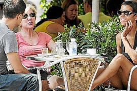 Halle Berry und Lebensgefährte Olivier Martinez beim Realxen in Söller.
