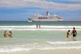 """Die """"MS Deutschland"""" ist auf den Weltmeeren zu Hause."""