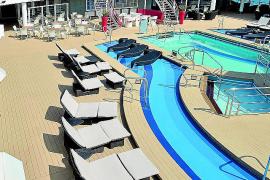 """Schön gestaltet: der Pool-Bereich auf """"Mein Schiff 2""""."""