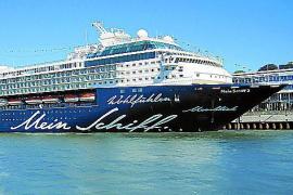 """Seit 2011 für TUI Cruises auf großer Fahrt: """"Mein Schiff 2""""."""