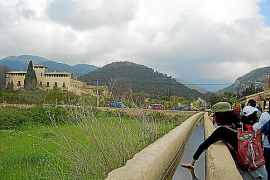 Wasserlauf und alte Herrensitze.
