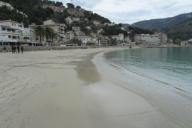 Port de Sóller – Wellen tragen Strand wieder ab